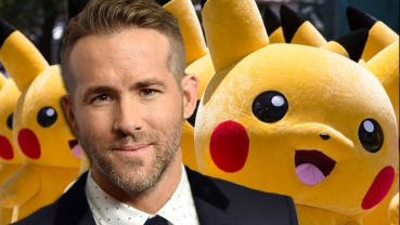 Ryan Reynolds poses with a giant 'Pikachu'