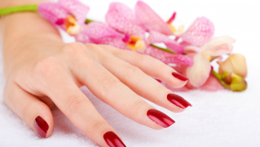 Get your nails done this wedding season at home
