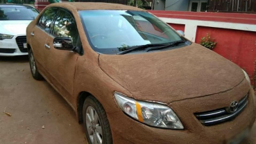 As temperatures rise, Ahmedabad car owner allegedly coats vehicle with cow dung to cool it
