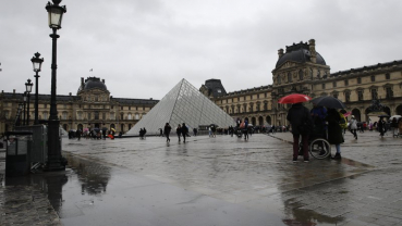 Mona Lisa's smile restored: Louvre reopens after virus fears