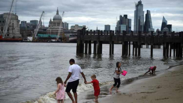 Tourism-starved Europe charts course for summer travel