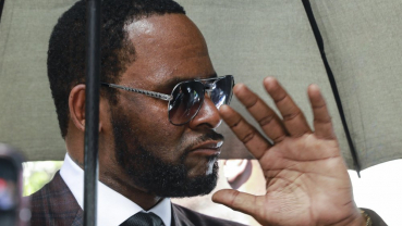 Infected toe stops R. Kelly from attending court hearing