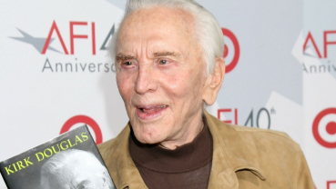 Hollywood stars pay tribute to Kirk Douglas
