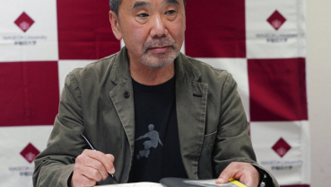 Murakami urges politicians to speak sincerely about virus