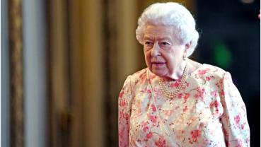 Queen applauds photographers who captured lockdown Britain