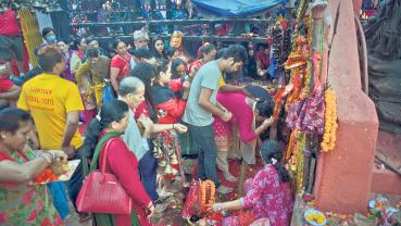 Devotees throng goddess shrines across the country