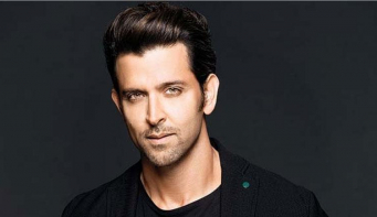 Hrithik Roshan thanks Javed Akthar for being a guide, support and inspiration in his life