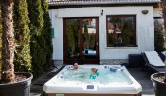 Spas closed? No problem. Hungarian hot tub maker's got you covered