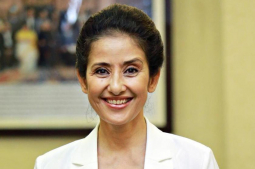 Manisha Koirala being lashed out for speaking in favor of Nepal