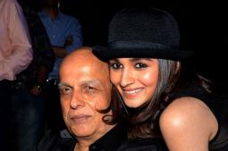Alia Bhatt celebrates Mahesh Bhatt's 73rd birthday with Ranbir Kapoor and Pooja Bhatt