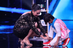 Karisma Kapoor gifts 5 pairs of shoes to contestant Pruthviraj on Super Dancer Chapter 4
