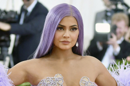 Kylie Jenner, Forbes spar over story on billionaire status