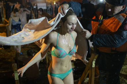 Russians plunge into icy waters to mark feast of Epiphany