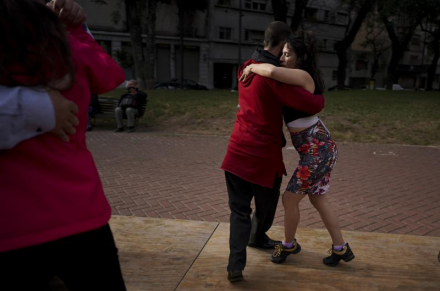 In Argentina, pandemic exacts a heavy toll on tango culture