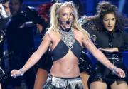 Britney Spears suffers wardrobe malfunction (video)