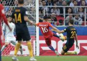 Chile draws with Australia to reach semis