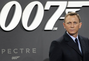 Daniel Craig delays specter of retirement as James Bond