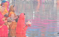 Devotees offer argha to rising sun, Chhath festival concludes (with photos)