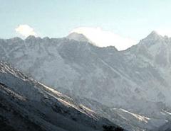 Indian woman tops Everest twice in week