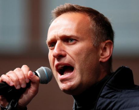 Russian authorities raid Kremlin critic Alexei Navalny's Moscow office