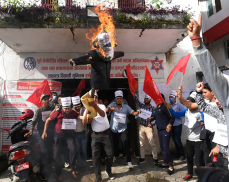 Madhav Nepal's CPN (Unified Center)'s student union burns effigy of Indian PM Modi