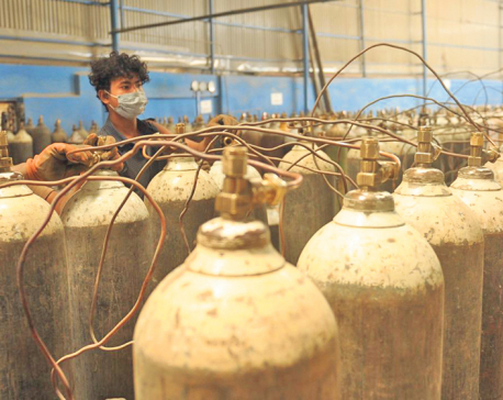 Oxygen cylinder shortage worsens, hospitals gasp for air