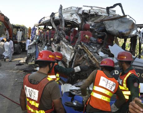 Pakistani officials: Trains crash kills 17 in Karachi