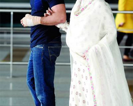 Saif Ali Khan, Kareena Kapoor deny undergoing sex determination test for their baby