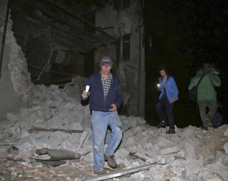 2 quakes rattle Italy, crumbling buildings and causing panic