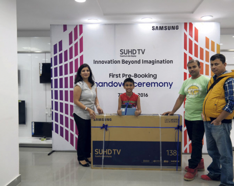 Him Electronics hands first pre-booked SUHD TV to customer