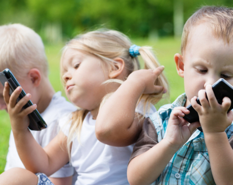 Avoid giving smartphone to calm down your kid, sayexperts