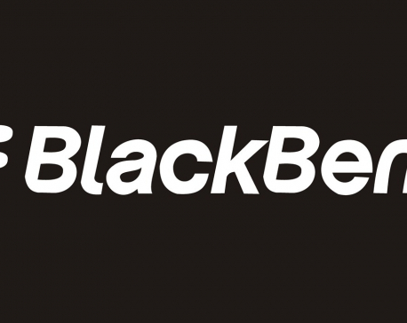 BlackBerry, once a phone innovator, to stop making its own