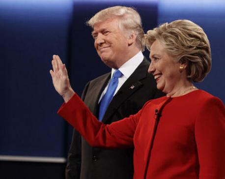 Clinton, Trump clash over economy in final campaign stretch