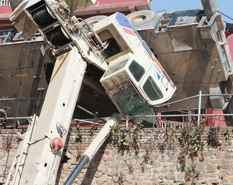 Underpass construction crane meets with accident at Kalanki, driver injured (photo/video)