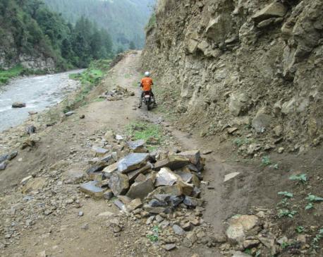 Nagma-Gamgadhi road obstructed, passengers suffer