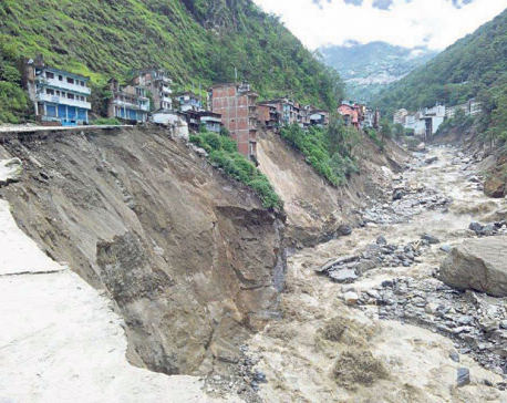 Swollen Bhotekoshi sweeps away 21 houses, hundreds at risk