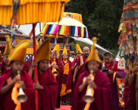 Chinese officials begin to dismantle Tibetan study site