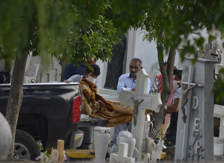 15 killed, including 11 members of a family, in north Mexico