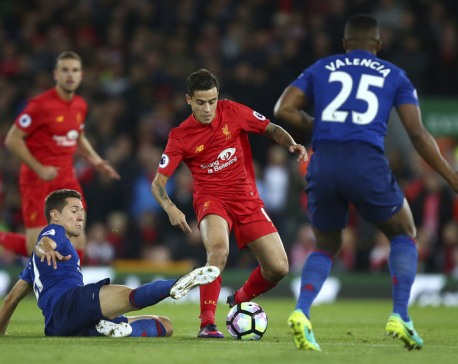United contains Liverpool in 0-0 draw in Premier League
