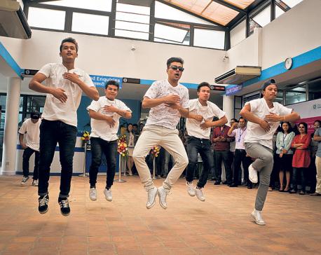 Cartoonz Crew surprises students with live performance