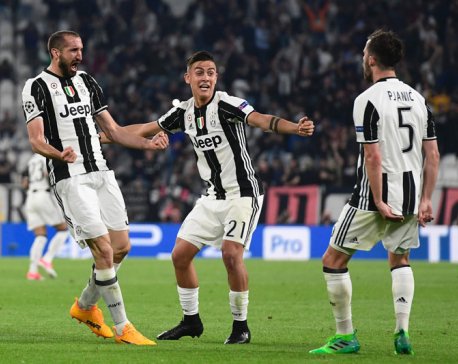Dybala scores double as Juve stun Barcelona