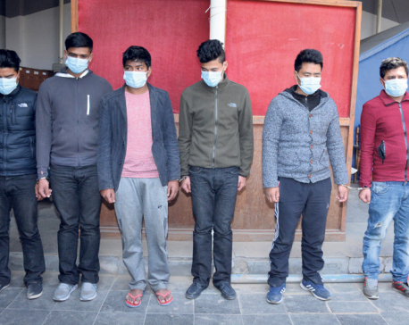 Six arrested for robbing people