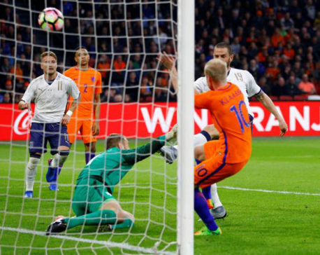Italy add to Dutch misery with 2-1 win in Amsterdam