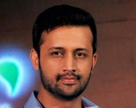 Atif Aslam stops concert, rescues girl