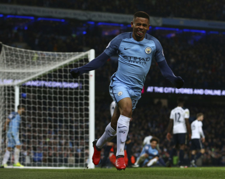 Rooney sets Man United scoring record; Man City, Spurs draw