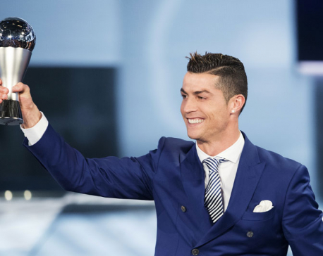 Cristiano Ronaldo wins FIFA best player award for 4th time (Video)
