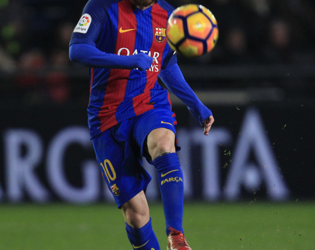 Lionel Messi saves Barcelona from 2nd straight loss