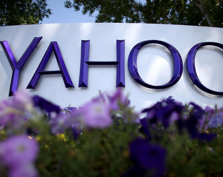 Yahoo to change name, trim board if Verizon deal gets done
