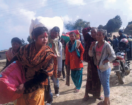 Thousands left stranded as Khotang roads remain obstructed for four days