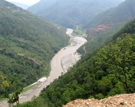 Landslide blocks Tamor River